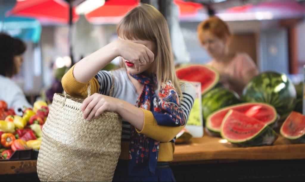 going-zero-waste-food-shopping-straw-bag-market