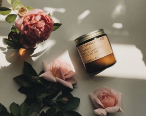 vegan-rose-scented-candle