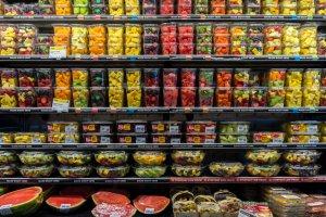 plastic-packaging-supermarket-fruits